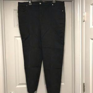 Black Gloria Vanderbilt Pants/Jeans